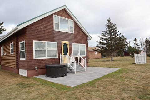 Bay of Fundy Cottage with Hot-tub