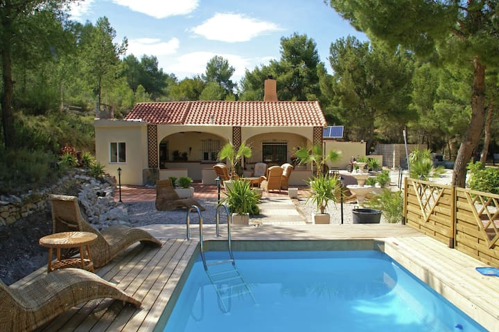 Rural villa offering real peace and quiet with private swimming pool, on the Costa Blanca