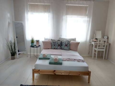 COSY DESIGN apartment with garden near city center