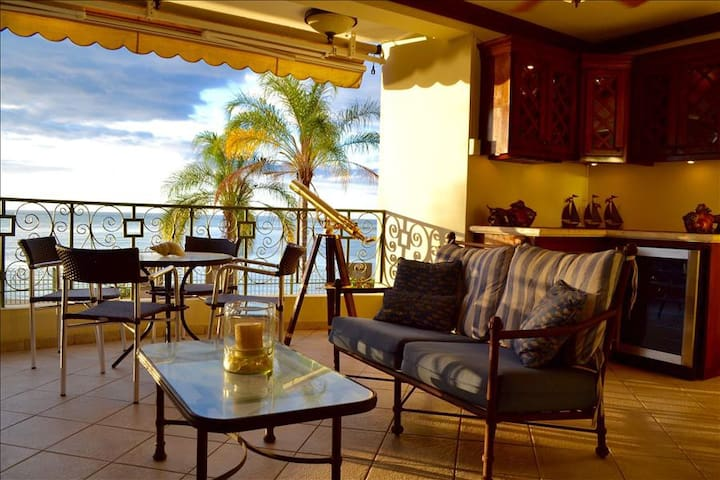 The Setting Sun | Best Sunsets on The Island | Beach-Front with Pool - Cabo Rojo - Appartamento