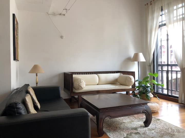 Spacious & Bright Shophouse Apartment 3 min to MRT