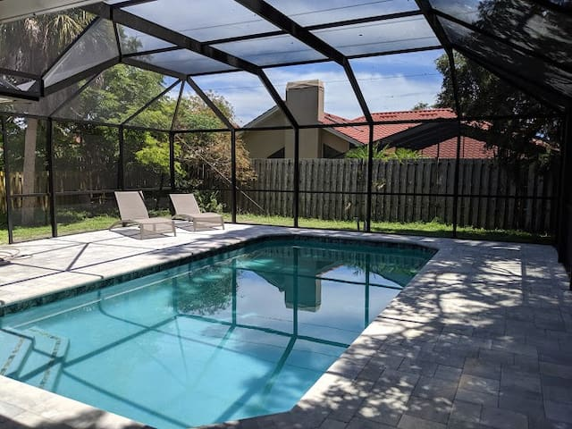 Fabulous 3 Bdr/2 bth, heated Pool near Siesta Key