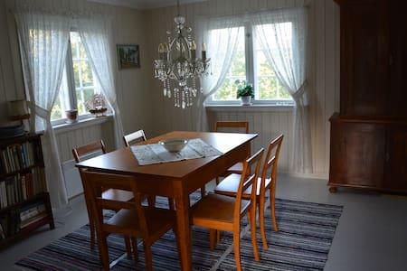 Sørlandshus i Gjerstad nær bade- og fiskevann