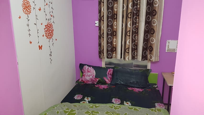 Compact AC Room laxmi nagar Akshardham