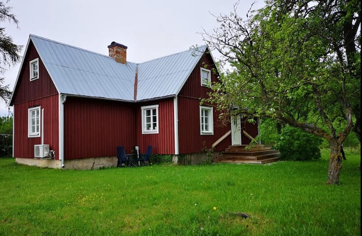 Cozy rustic summerhouse on Gotland