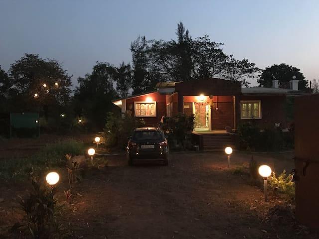 Charming Farm House in Pali,Khopoli
