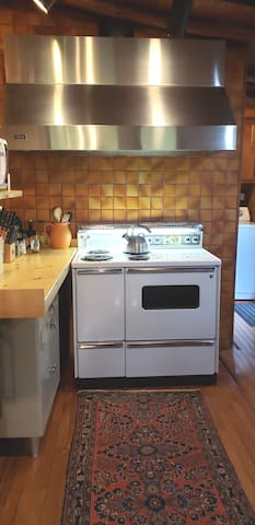 Original GE, fully functioning stove with two ovens