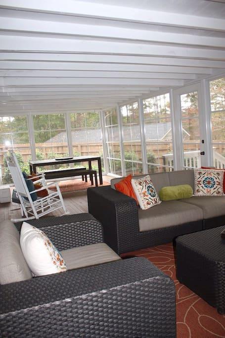 Screen porch with EZ breeze panels