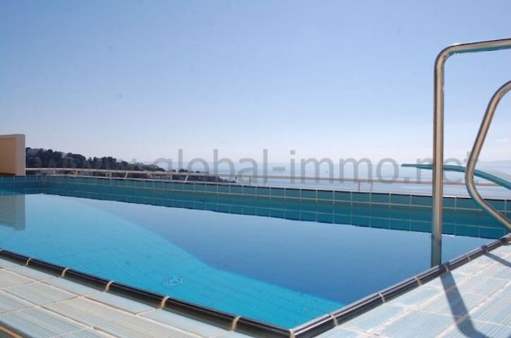 """Magnificent duplex apartment with a large terrace with a view of the fantastic beach of """"T"""