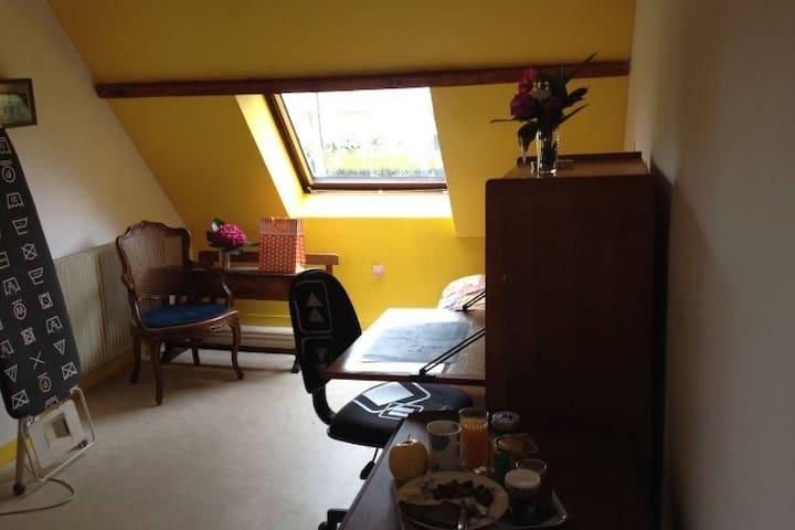 Chambre privée dans une maison familiale à Orsay - Orsay - Pis