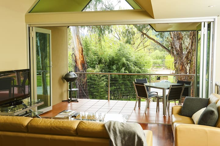 No.6 - Luxury Private Haven in the Heart of Bright