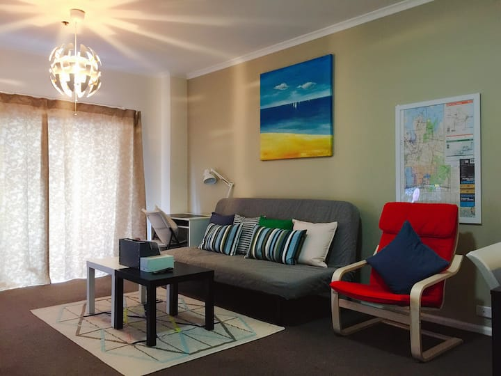 Darling Harbour & CBD cozy home with pool & gym