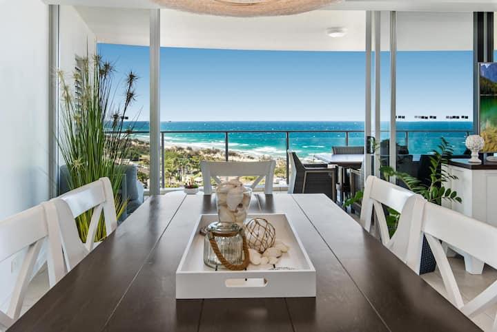 Ocean Views, Parking, Spa and 3 Pools at 2-Bed Unit
