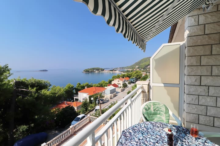 Markota - Comfort Apt with Balcony and Sea View