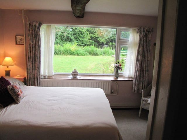 Experience Sussex farm house, relax and unwind! - Horam - Bed & Breakfast