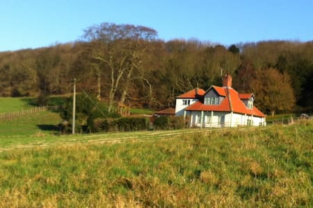 Gamekeepers Hillside Cottage-wonder! - North Lincolnshire