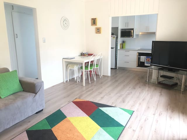 GREEN GEM-WIFI,GARAGE,NEAR AIRPORT,CHILD FRIENDLY