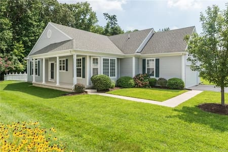 3 Bed/2 Bath Upgraded House in Beautiful Setting