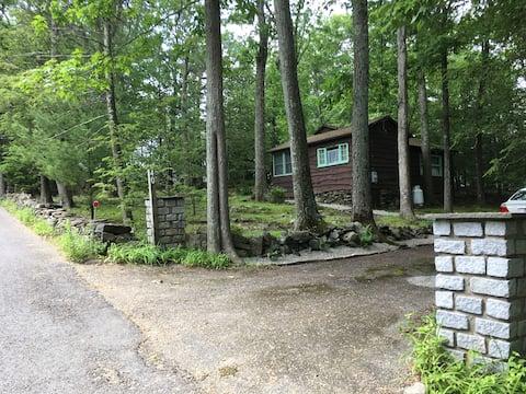 Candlewood Hills Rustic Cottage Retreat