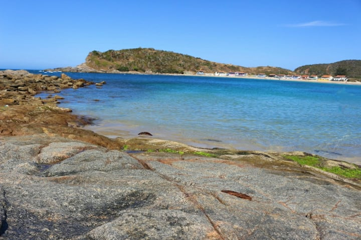 Apto praiano perto do mar s2