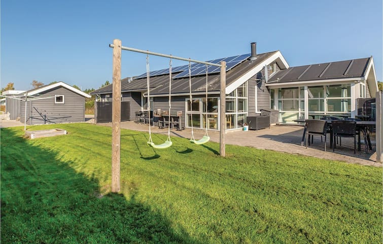 Holiday cottage with 4 bedrooms on 126m² in Otterup