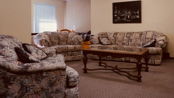 Cozy studio that sleeps up to 5!