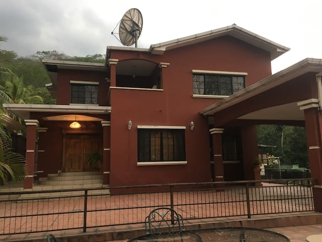 AMAZING HOUSE AT MERENDON MOUNTAIN, SAN PEDRO SULA
