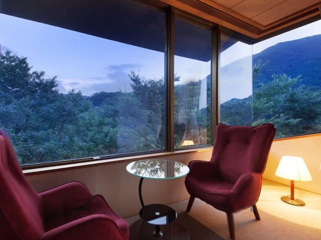 Simple and Sleek, Modern Hot Spring Hotel in Hakone, Breakfast Included【From 2 pax】シンプルで洗練された箱根の温泉旅館【朝食付・和室】