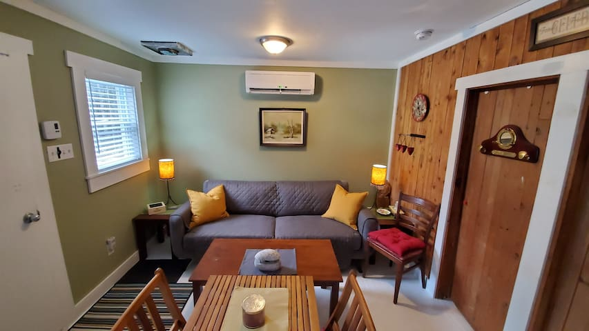 Cozy Cottage on South Shore. 30 min from Halifax!