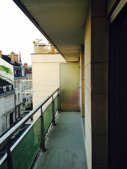 Balcony main room view - Balcon vue de la chambre principale