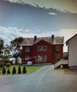 Hjemmekoselig hus i Trondheims kjøkkenhage.