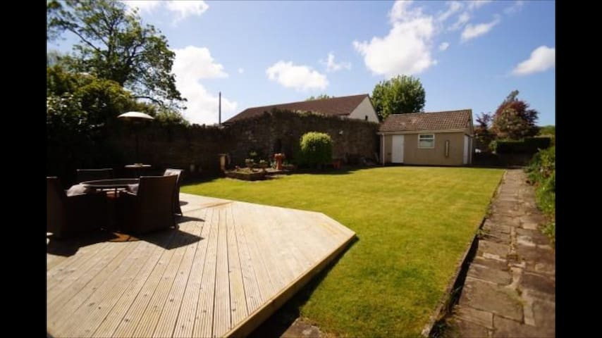Detached bungalow - Bristol