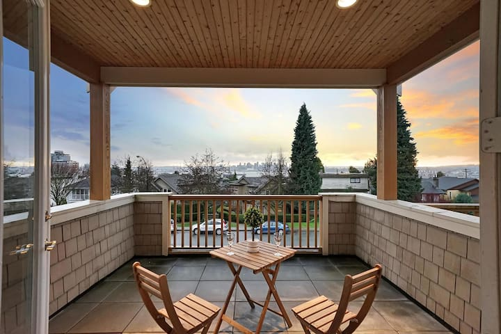 Spacious 3BD North Shore Home - Amazing City View!