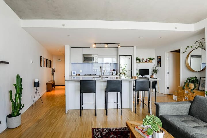 Beautiful Furnished Gastown Apartment