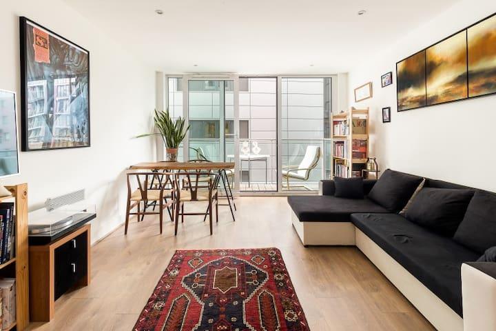 Chelsea Bridge Wharf 1 Bed Apartment