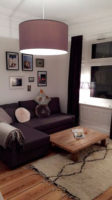 Das Wohnzimmer und die Ausziehcouch..