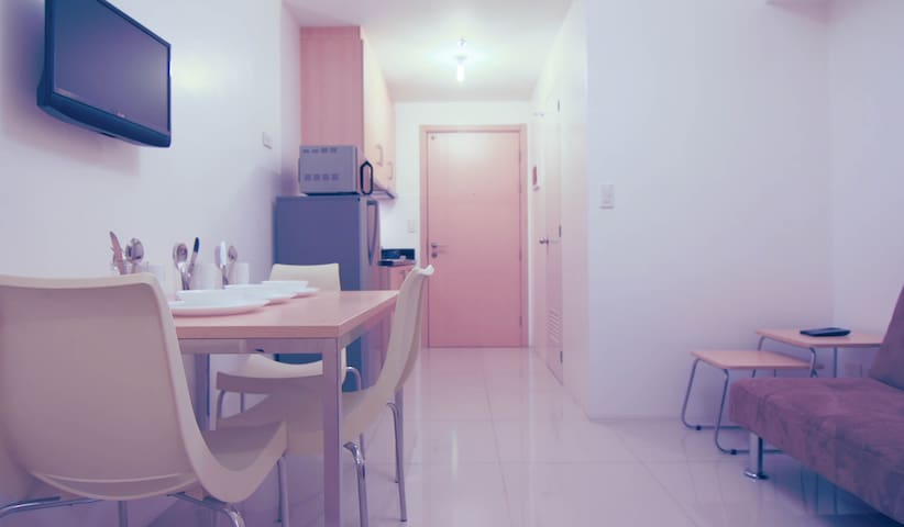 PROMO! SM Light 1-Bedroom + 8MBPS Wifi