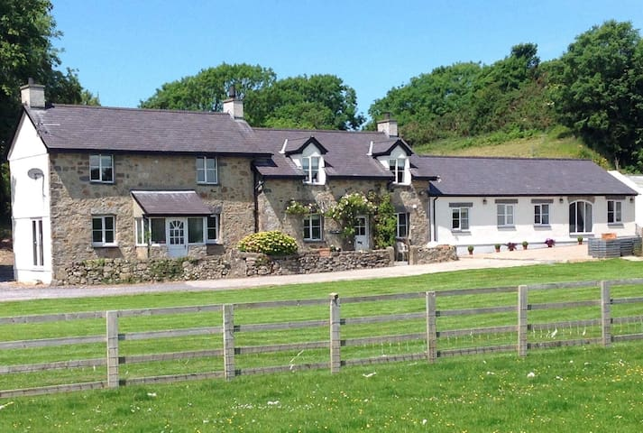 Ty Bach Twt - luxury stay in a quiet location - Isle of Anglesey - Rumah