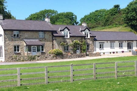 Ty Bach Twt - luxury stay in a quiet location - Isle of Anglesey - 一軒家