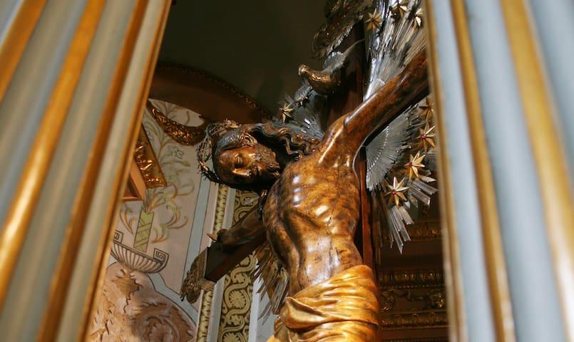 Il Crocifisso di Fra Umile da Petralia custodito nella chiesa madre di Campobello di Mazara, che si trova a meno di 5 minuti a piedi da casa mia.
