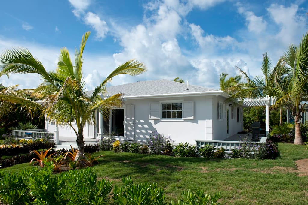 One palm hill houses for rent in central eleuthera for Beach houses for rent in bahamas