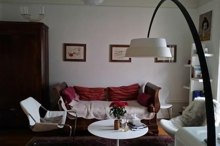 Bedroom in Artist flat - Montreux