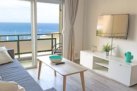 Cozy apartment 100m from the Ocean - Pool & WiFi