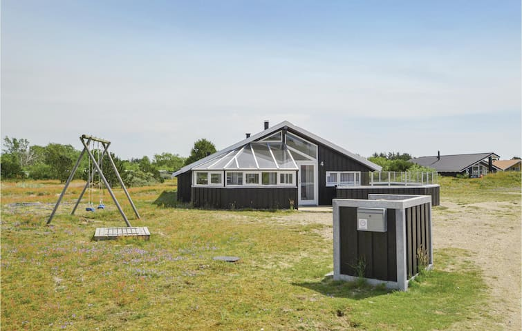 Holiday cottage with 3 bedrooms on 77m² in Fanø