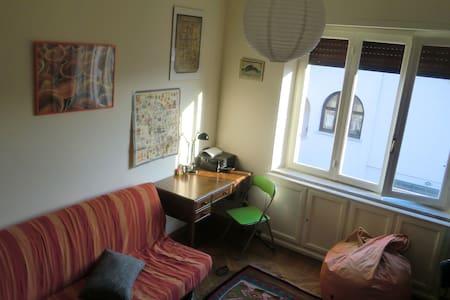 Stanza privata con vista collina e centro storico. - Saluzzo