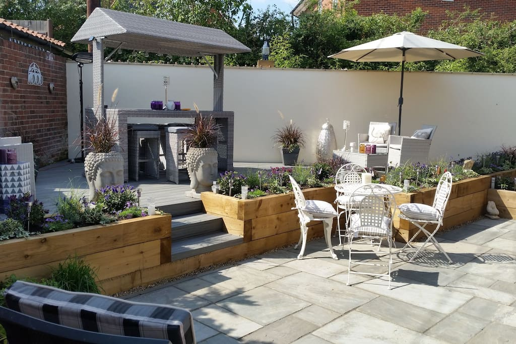 Sun terrace patio in south facing  walled garden ☉☉☉