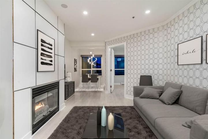 Private Room in Modern Apartment in Mount Pleasant