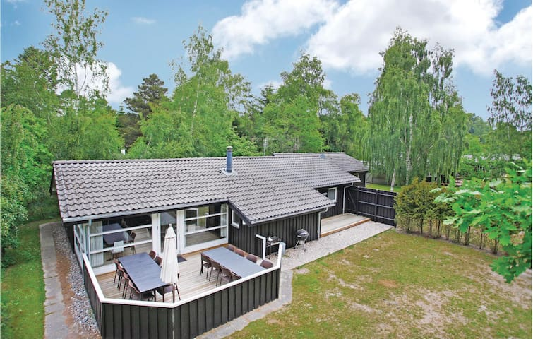 Holiday cottage with 8 bedrooms on 160m² in Nykøbing Sj