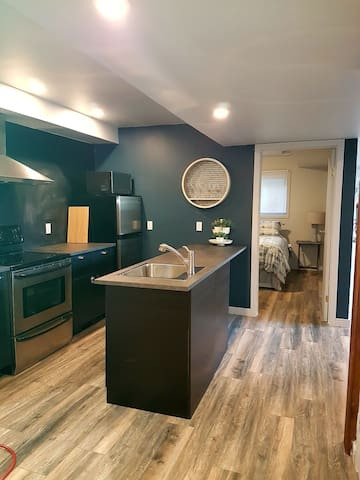 Modern Suite with full kitchen!!
