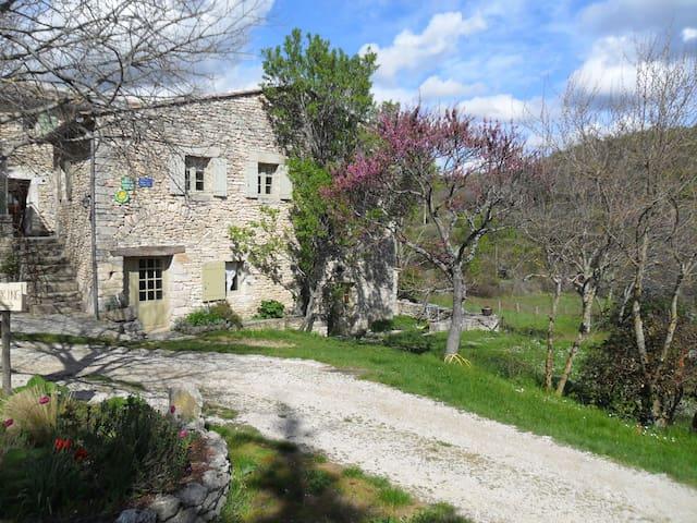 Gîte provençal Luberon - Buoux - Dorm